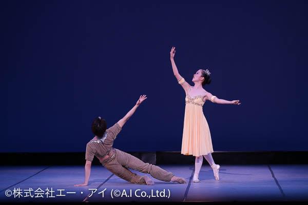 バレエをする男女ペア