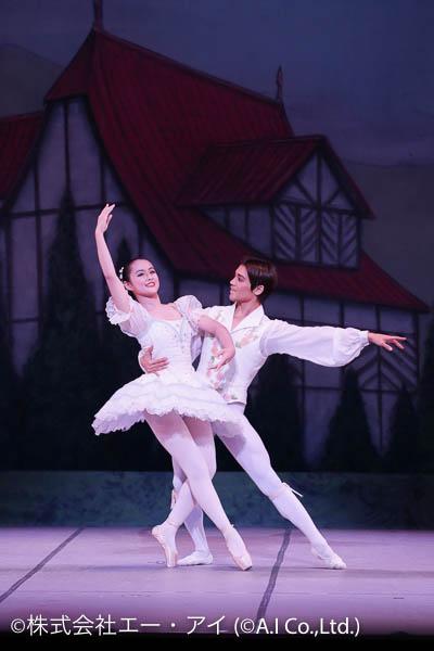 バレエをする男女のペア